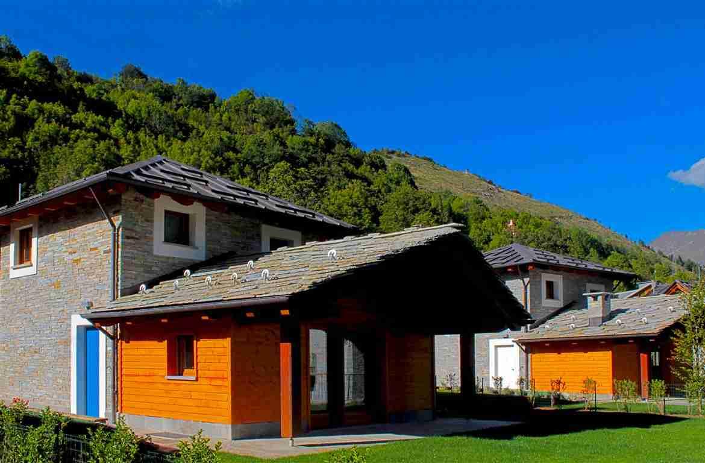 Baita in pietra con giardino a Limone Piemonte